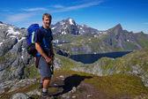 Jovem alpinista na noruega — Foto Stock