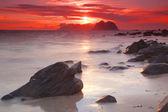 Słońce o północy na lofotach — Zdjęcie stockowe