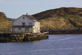 Old abandoned house by sea — Stock Photo