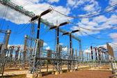 Elektrischen Umspannwerk in einen sonnigen Tag — Stockfoto