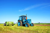 Tractor on a farmer field — Stockfoto