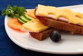 сэндвич с ветчиной и сыром — Стоковое фото