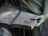 Detail of a grave stone statue — Stock Photo
