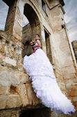 Portrait of a beautiful bride under the ruins arch — Stock Photo