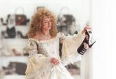 Medieval princess shopping — Stock Photo