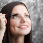 Girl applying mascara — Stock Photo #42456381