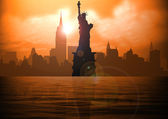 Stock illustration of New York and Liberty Statue on Sunset — Stock Photo
