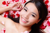 Asian beauty Girl smiling with rose — Stock Photo