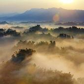 Sol y de montaña — Foto de Stock