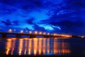 красивый мост ночью — Стоковое фото