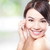 Beautiful woman smile face with clean face skin — Stock Photo