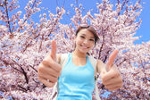 Happy woman traveler show thumb up — Stock Photo