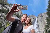 Happy couple selfie in yosemite — Stock Photo