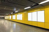Leere plakat in u-bahn-station — Stockfoto