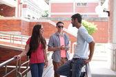 счастливые студенты колледжа — Стоковое фото
