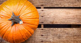 Pumpkin sitting on wooden crate — Stock Photo