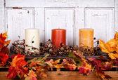秋季静物蜡烛和叶子 — 图库照片