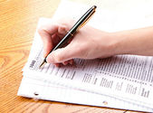Filling out a 1040 tax form — Stock Photo