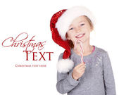 女孩戴着圣诞老人帽子持有一支棒棒糖 — 图库照片
