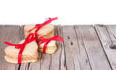Heart shaped cookie tied with ribbon — Stock Photo