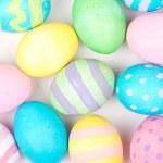 beyaz zemin üzerinde Paskalya yumurtaları — Stok fotoğraf #19434549