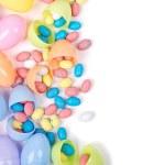 plastik Paskalya yumurtaları ve şekeri — Stok fotoğraf #21596597