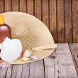 Sun hat and sun lotion — Stock Photo