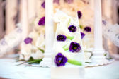 Wedding reception with close-up of white wedding cake decoration — Stock Photo