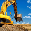 Yellow, heavy duty excavator moving soil — Foto de stock #32150899