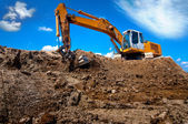 Industrial excavator bulldozer in sandpit with raised bucket — Foto de Stock