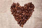 био свежие обжаренные кофейные бобы, изолированные на винтажные ткани — Стоковое фото