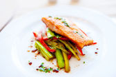 Smoked salmon with fried vegetables as main dish at local restaurant — Stock Photo