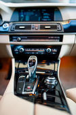 Automatic gear shifter in a new, modern car. Car interior with close-up of automatic transmission and cockpit background — Stock Photo
