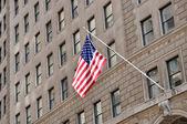 Drapeau des états unis sur une facade — ストック写真