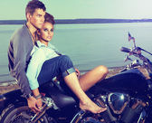 Romantic couple family resting on lake shore - motorbike — Foto de Stock