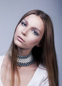 Portrait of pretty young woman pretty face - classic makeup — Stock Photo