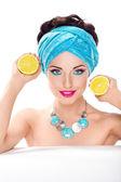 Smiling beautiful woman holding fresh lemon - wholesome food — Stock Photo