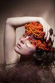 Rowan berry - autumn wreath. Retro style. Beauty woman face — Stock Photo