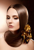 Fashion Brunette . Beautiful Makeup, Healthy Brown Hair. Flower — Stock Photo