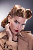 复古风格-复古发型的贵族女人 — 图库照片