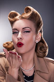 Retro Woman Blowing a Kiss - Old-fashioned Style. Pin Up — Stock Photo