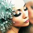 Foto Stock: Enigma. Daydreaming Womwith Fancy Metallic Coiffure. Fantasy & Futurism