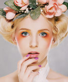 Elegance. Genuine Natural Blonde Bride with Pink Flowers. Artistry — Stock Photo