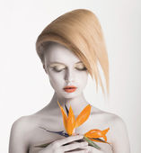 Bodyart. Fancy Daydreaming Woman with Exotic Flower. Allure — Stockfoto