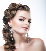 Delight. Elegant Posh Woman Bride with Diamond Earrings. Platinum Jewelry — Stock Photo