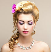 Beauty Lady. Dreaming Woman with Jewelry - Platinum Necklace and Earrings. Tenderness — Stock Photo