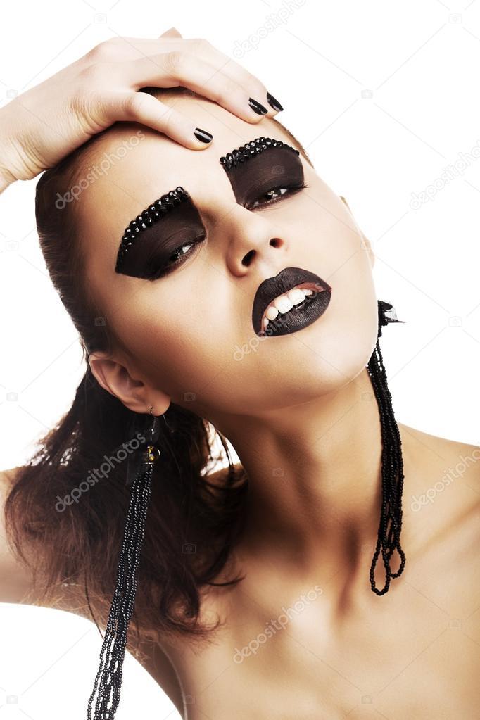 Emociones expresivas. hipster Funky mujer con maquillaje negro loco. creatividad \u2014 Foto de Stock