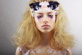 Fantasie. portret van heldere blond met ongewone make-up. creativiteit — Stockfoto