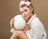 Hosiery. Beautiful Teen in Handmade Woven Sweater with White Ball of Yarn — Stock Photo