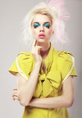 Art Deco. Vivid Blond Hair Woman with Conspicuous Makeup. Glamor — Stock Photo